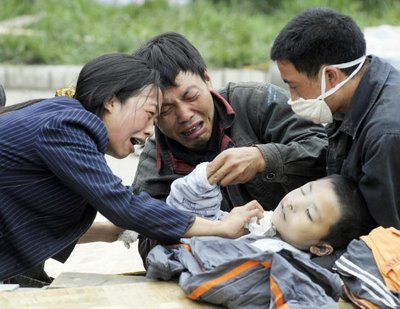http://causaabierta.blogia.com/upload/20090511185845-china-terremoto-ni-c3-b1o-muerto.jpg