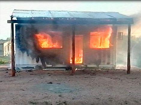 Ira contra la policía en Santa Catalina: Vecinos incendiaron la comisaría móvil por muerte de joven
