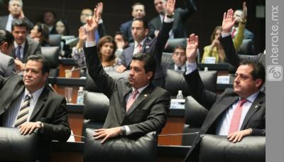 Obscenos Senadores de México gastan fortuna en sillas de diseño italiano tapizadas de piel