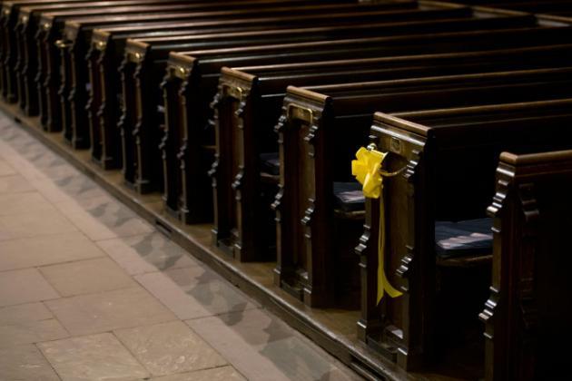 Se entregó el vicario británico que se escapó durante un juicio por robar dinero de bodas y funerales