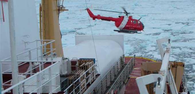 Rescatan a piloto ruso en trozo de hielo flotante en Ártico