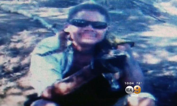 """Serpiente de cascabel muerde a un hombre que se hizo un """"selfie"""" con ella"""