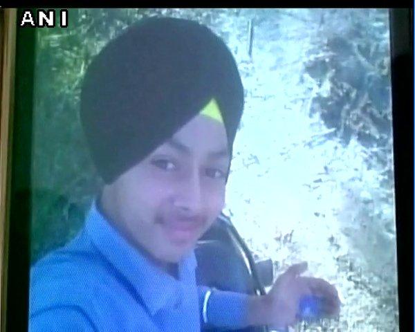 Un adolescente se dispara a la cabeza al apretar el gatillo de una pistola en lugar del móvil