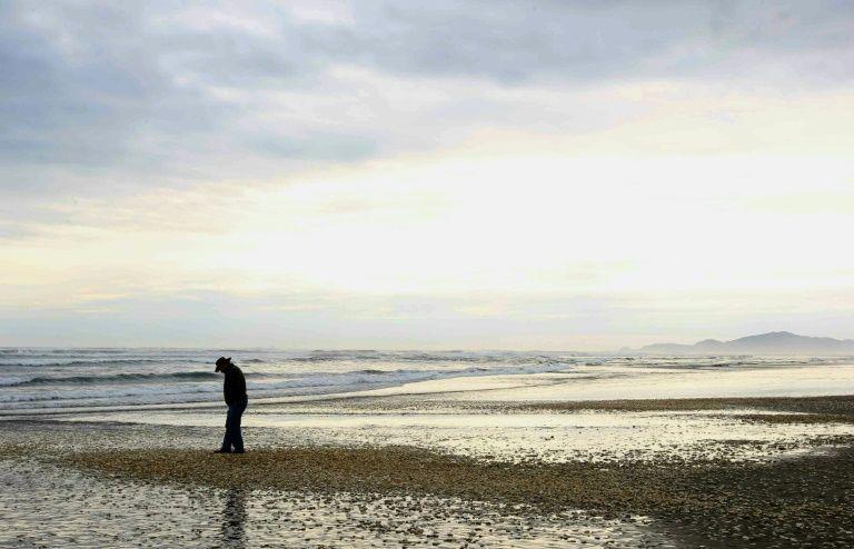 """Salmones asfixiados, miles de sardinas y mariscos muertos: Chile en jaque por un océano """"movido y cambiante"""""""