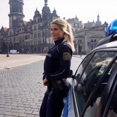 Miles quieren ir a Alemania para que esta policía los meta presos