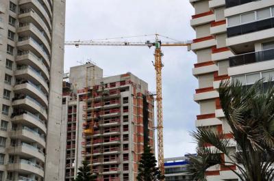 Bienvenida baja del dólar en Uruguay: Mejoró capacidad de hogares para acceder a viviendas