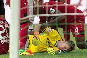 El increíble episodio del portero del Bayer Leverkusen que jugó inconsciente durante 15 minutos