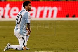 Argentina, con Messi en duda, recibe a un Uruguay que quiere continuar líder