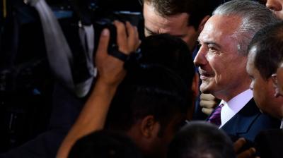 Temer jura como nuevo presidente de Brasil y se divierte posando para