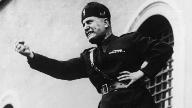 """Descifran misterioso mensaje que Benito Mussolini """"escondió"""" en un obelisco de Roma"""