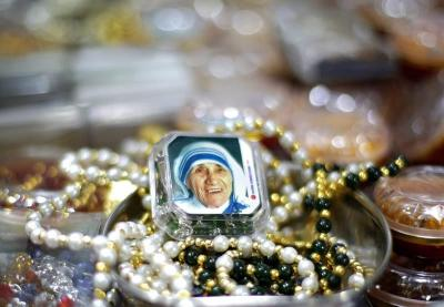 La madre Teresa de Calcuta será desde este domingo la santa de la misericordia