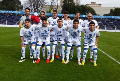 Juventud ganó 1-0 en su visita a Defensor Sporting y lidera