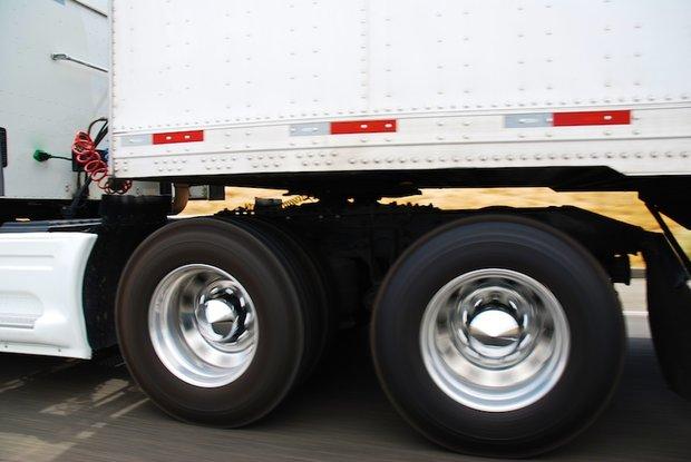 Dos jóvenes muertos en La Teja; camionero detenido