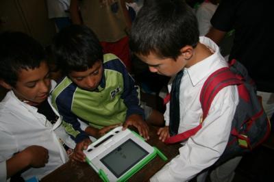 Papás pagarán laptops rotas por sus hijos