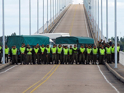 El intendente de Colón calificó de trasnochados y plagas a los asambleistas que cortan puentes