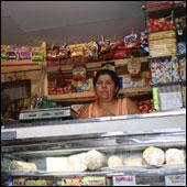 La rebaja a los precios de artículos de primera necesidad se extiende a los almacenes de barrio