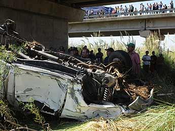 Una camioneta cayó al río Mendoza: dos muertos y dos bebés y una mujer desaparecidos