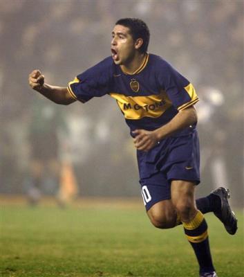 La hichada de Boca ovacionó a Riquelme y el grito contra Maradona fue tremendo