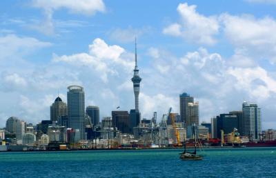 Nueva Zelanda: una mujer da a luz en un avión y abandona al bebé
