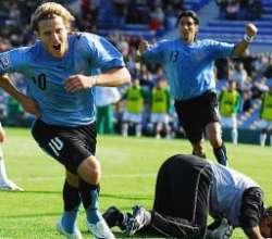 Camino a Sudáfrica: gran triunfo de Uruguay 2 a 0 frente al líder Paraguay