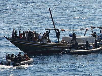 Piratas somalíes cambian de táctica y capturan más buques, incluso de Estados Unidos