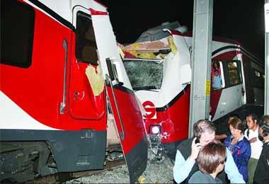 México: choque de dos convoyes del tren suburbano dejó más de 70 heridos graves