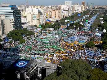 Argentina: en acto multitudinario la CGT pidió defender actual modelo de gobierno