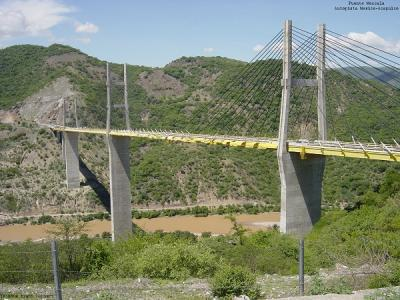 México: arrojan cadáveres de 5 personas desde un puente en Guerrero