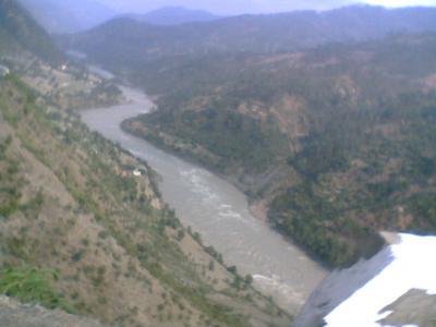 Al menos 30 muertos al caer un autobús a un río en la India