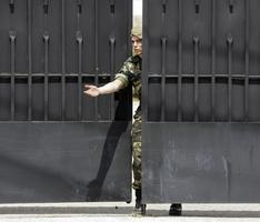 Gripe A en España: casi un centenar de militares en cuarentena en el cuartel de León