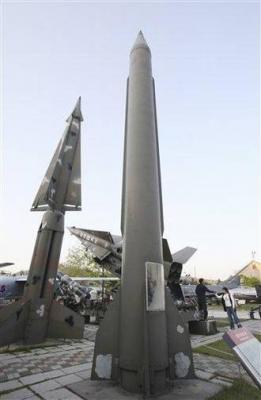 Corea del Norte lanzó otros dos misiles después de la condena mundial de ayer por el ensayo nuclear subterráneo