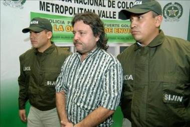 Se entrega en Colombia un jefe paramilitar