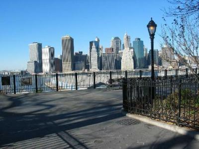 Acusan a neoyorquino de simular ser su madre muerta