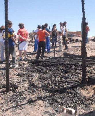 Montevideo: bebé muere en incendio al quedar atrapado en precaria vivienda