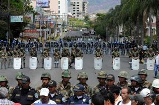 Insólito: Fiscalía hondureña pidió a Interpol capturar a Zelaya
