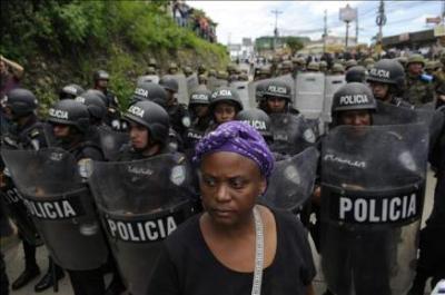 El Ejército evitó el aterrizaje de Zelaya que prometió volver a Honduras y pidió ayuda a EEUU