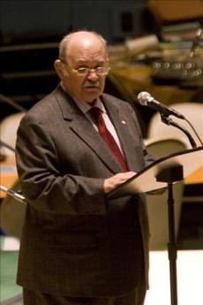 """El presidente de la OEA asegura que Zelaya """"está cerca"""" de regresar al poder en Honduras"""