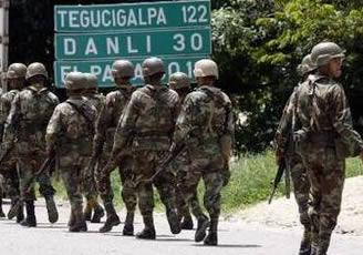 """Zelaya anuncia que formará un """"Ejército popular pacífico"""""""