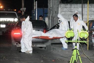Asesinan a una concejal y rematan a un hombre en un hospital en México