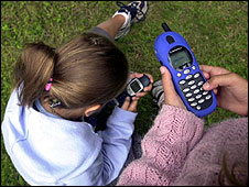 Mensajes de texto afectan mente de niños