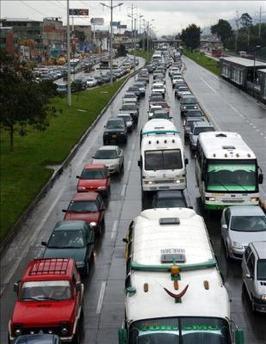 Transportistas cierran el acceso a San Salvador en protesta por la ola de violencia
