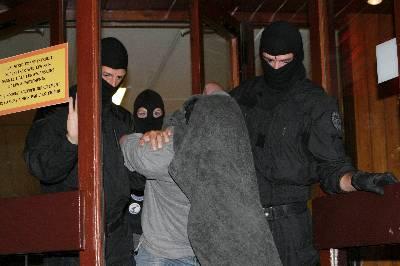 Francia: descubren 500 kilos de explosivos en escondite de ETA