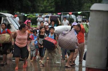 Miles de birmanos huyen a China por los combates entre tropas y grupos étnicos