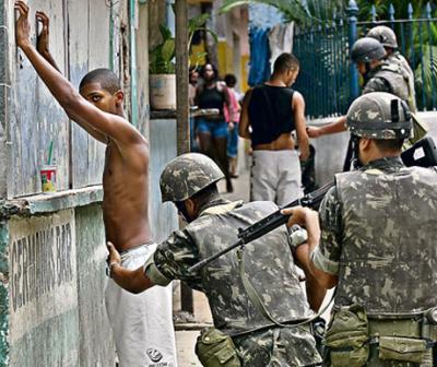 Furioso enfrentamiento en Río de Janeiro con narcotraficantes dejó 5 policías heridos