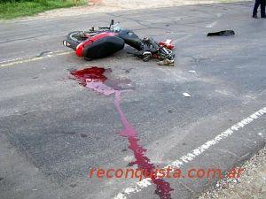 Montevideo: chocan dos motos y matan a un peatón