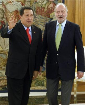 """""""Se ha dejado barba, como Fidel"""", bromea Chávez con el Rey de España"""