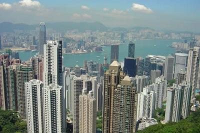 5 muertos al caer en pozo de ascensor de rascacielos en Hong Kong
