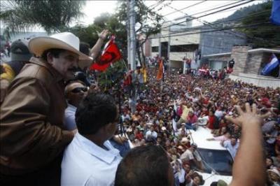 Chávez pide al gobierno de facto que entregue el poder al derrocado Zelaya sin provocar una masacre en Honduras