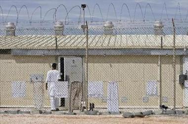 Una jueza de EE.UU. cuestiona las pruebas contra un preso que estuvo 7 años en Guantánamo y pide su liberación