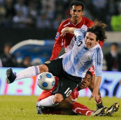 Messi está entre el cielo y el infierno con la camiseta argentina frente a Uruguay